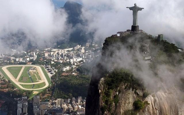 雷电致巴西里约热内卢标志建筑耶稣像右指残缺(组图)