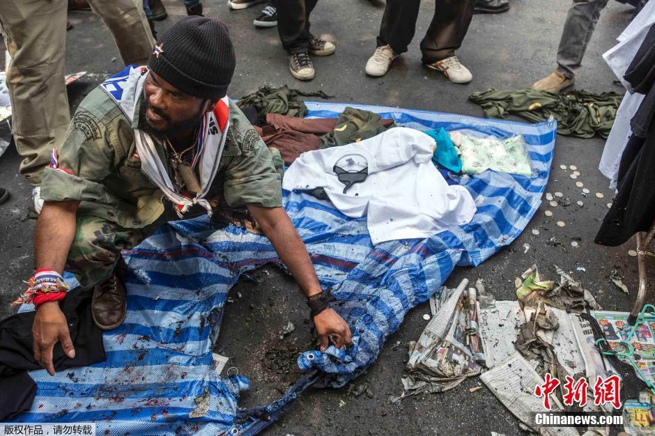 泰国反政府示威再遭炸弹袭击 素贴拜谢民众支持
