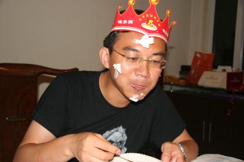 在南京中医院读书时,郎永淳在江苏人民广播电台文艺台做业余节目主持人,这成了改变他人生轨迹的一次机遇。