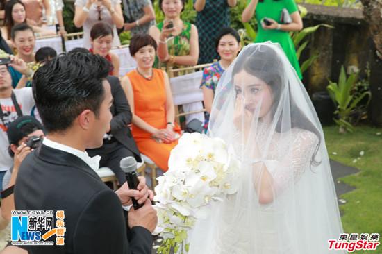 1月8日,香港小生刘恺威和内地小花旦杨幂在巴厘岛举行浪漫婚礼.