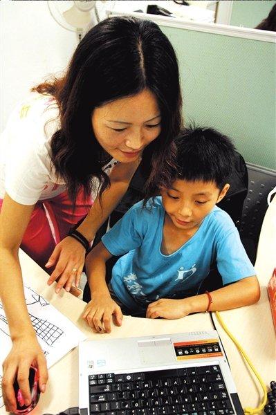 吃小吃跟爸妈上班 盘点减负时代的创意寒假作业