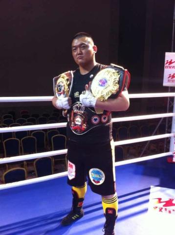 张君龙ko印尼重炮夺金腰带 问鼎亚洲重量级拳王