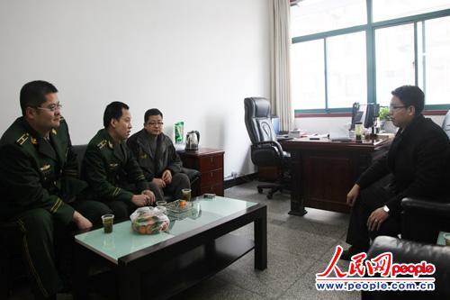 图为三峡机场边检站积极走访宜昌大三峡国旅