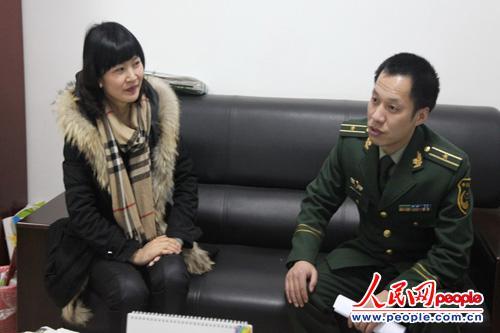 图为三峡机场边检站积极走访宜昌国旅