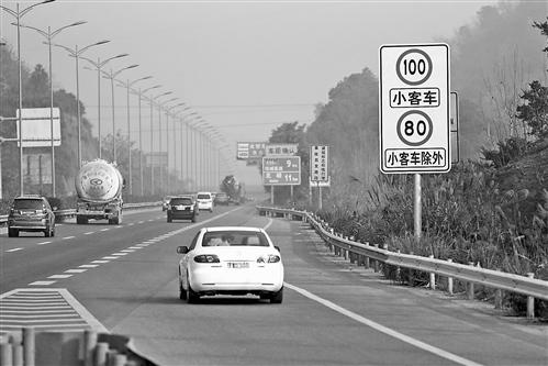 来自重庆高速集团的消息称,自2013年启动的重庆高速公路限速标志整改图片