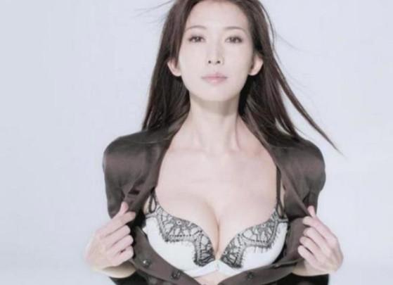 林志玲广告遭小学生投诉 看女星内衣性感公开图片
