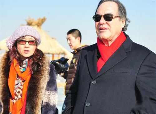 奥利弗-斯通赴中国内蒙加盟《成吉思汗的宝藏》