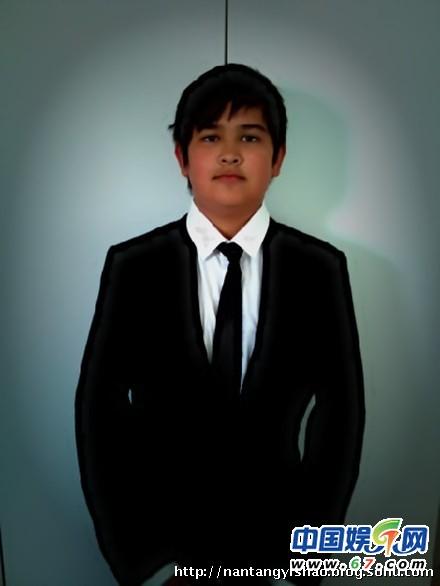 韦唯小儿子韦紫湦今年也14岁了,和他的小名肉肉一样,胖胖的很可爱