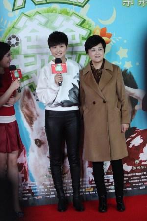 李宇春携妈妈走红毯