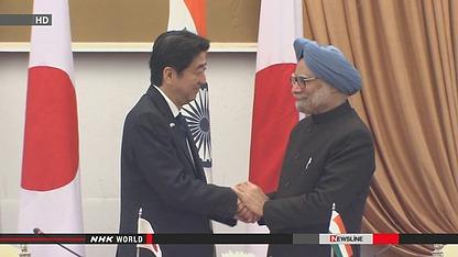 日本首相安倍晋三(左)与印度总理辛格(右)。
