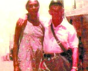 这张号称希特勒与黑人妻子合照的相片非常模糊。