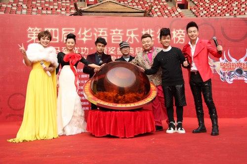 刘玮(左一)与众位嘉宾