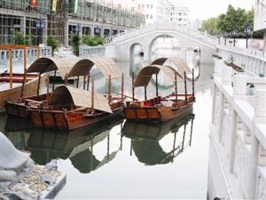 """我区""""三旧""""改造项目、区重点工程—中华美食城第二期工程岭南运河区已展现在人们面前。"""