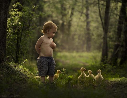 孩子的纯真画面,俄罗斯女摄影师记录儿子成长瞬间。