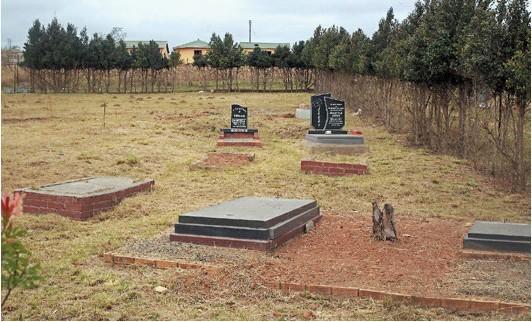 曼德拉安葬在他的家族墓园里,墓园是否开放外人参观,南非政府并未决定。图片来源:美联社