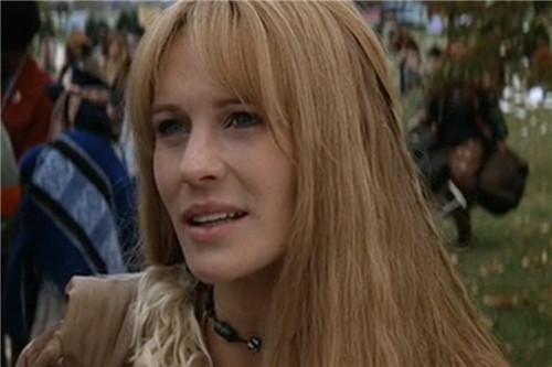 也许很多人都没法一眼认出来,不过罗宾-怀特也是《阿甘正传》中阿甘心心念念的珍妮