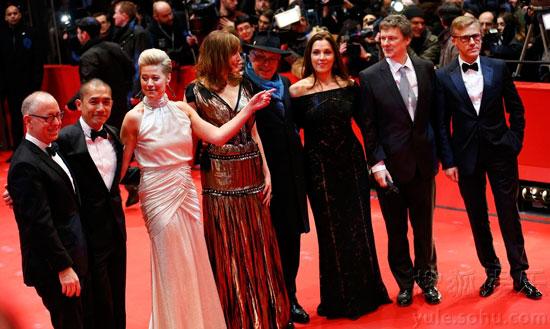 柏林电影节红毯,各评委亮相,梁朝伟在显要位置