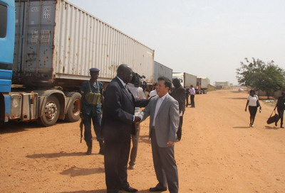 中国向南苏丹移交首批人道主义援助物资