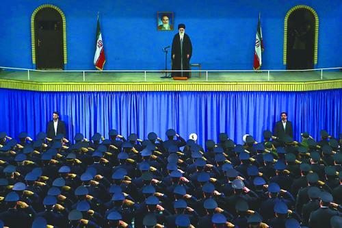 图为伊朗最高领袖哈梅内伊8日演讲现场。