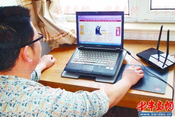 通过无线路由器,李先生的笔记本电脑可以无线上网.图片