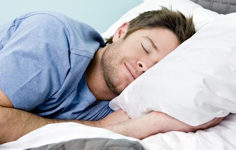"""男性养生:让男人成就""""爸业""""的睡姿 你睡对了吗?(组图)"""
