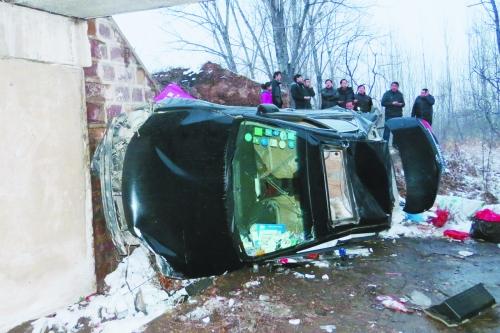 事故现场,伤者已被送到医院治疗。
