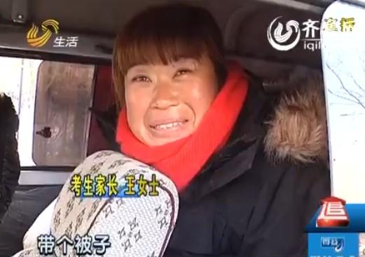 考生家长笑着说,今天有经验了,带着被子御寒。