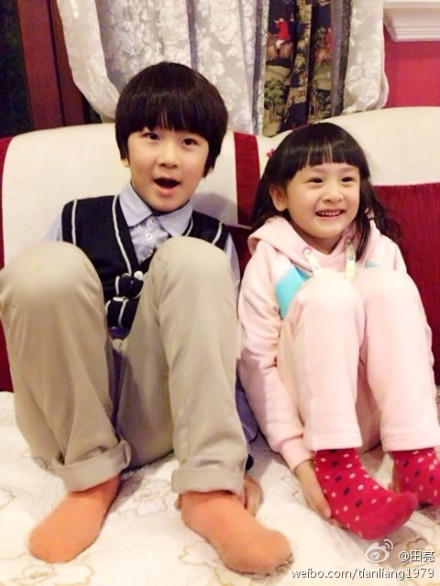 田亮带女儿与张亮父子聚会 网友:可以订亲了(图)图片