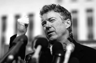 2月12日,保罗召开新闻发布会。新华社发