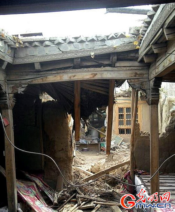 红十字会参加联合灾情评估组到近于田县近震中地区 拍摄 徐振宇