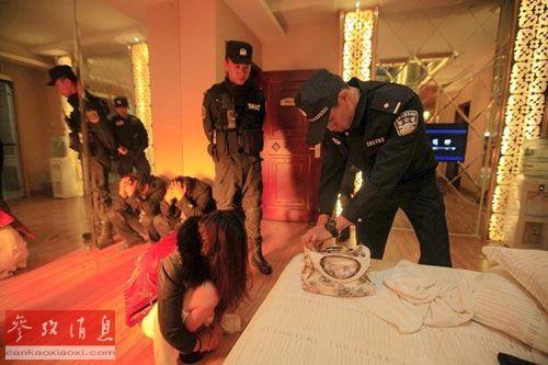 连日来,中国警方在各地大力开展扫黄行动。
