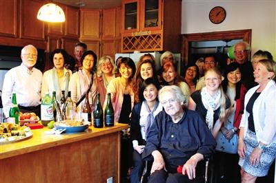 去年8月13日,高居翰在家中庆祝生日。图片来源:高居翰个人网站