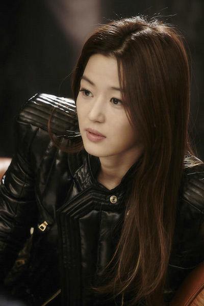在韩剧《来自星星的你》中,全智贤的发型更是将若有似无的卷发演绎到图片