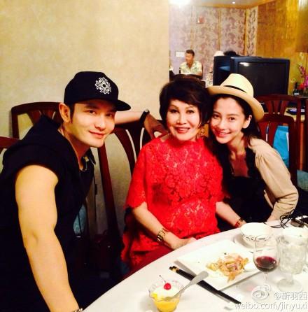靳羽西微博图片