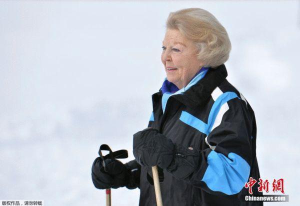 王室风范:荷兰王室成员奥地利滑雪度假