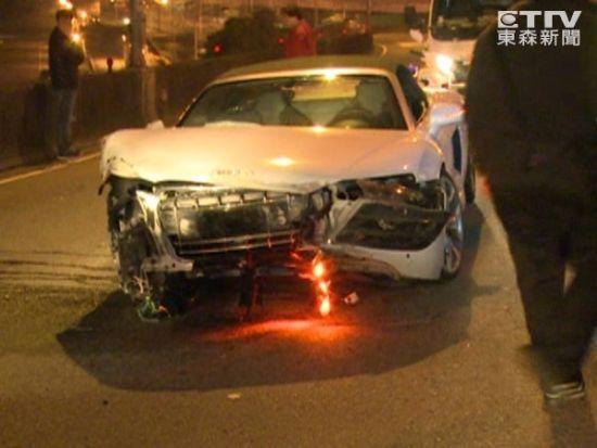 林志颖跑车被撞毁