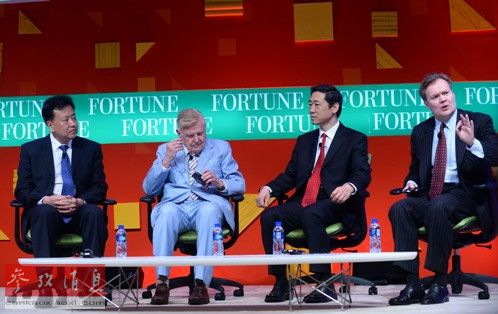 大学经济管理学院freeman经济学讲席教授李稻葵(左一至左三)出席论坛.