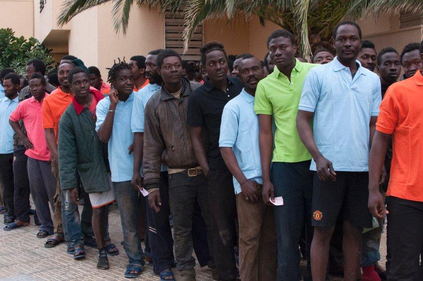 已经进入梅利利亚的非洲难民图片