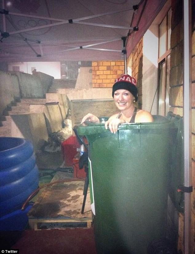 索契冬奥村无浴缸 运动员用垃圾桶泡澡引热议
