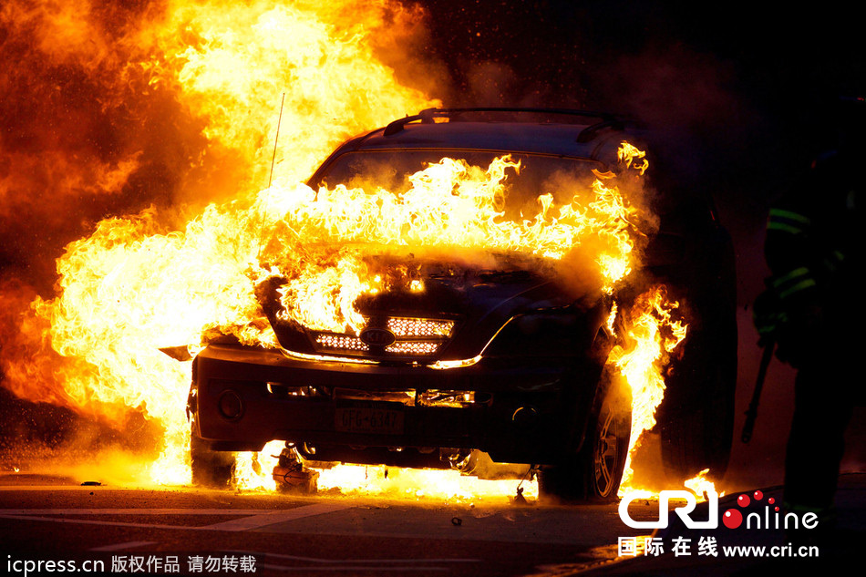 美国纽约曼哈顿大街一辆汽车爆炸成