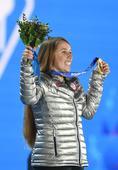 图文:女子障碍追逐赛颁奖仪式 冠军鲍曼