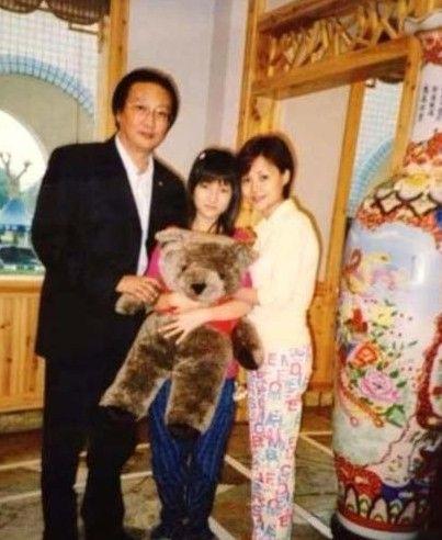 郭美美晒14岁生日照 爸爸出镜