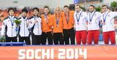 图文:速度滑冰男子团体追逐赛 荷兰队夺金