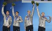 图文:男子5000米接力颁奖仪式 美国队获得银牌