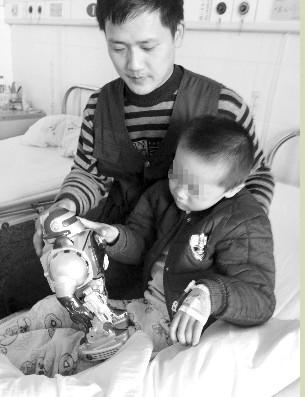 浩浩在淮安治疗,而妈妈在昆山住院 现代快报记者 季金晶 摄
