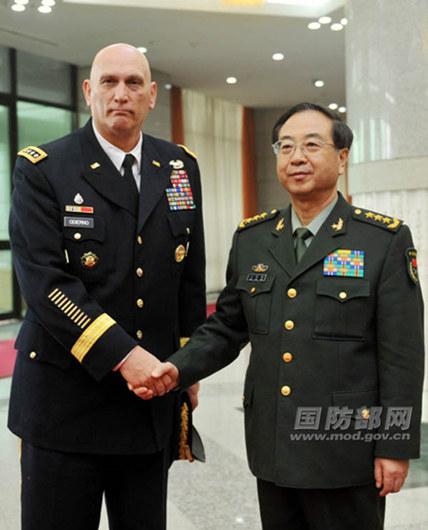 资料图:2月21日,中央军委委员、总参谋长房峰辉上将今天下午在八一大楼会见了来访的美国陆军参谋长奥迪尔诺上将。李晓伟摄