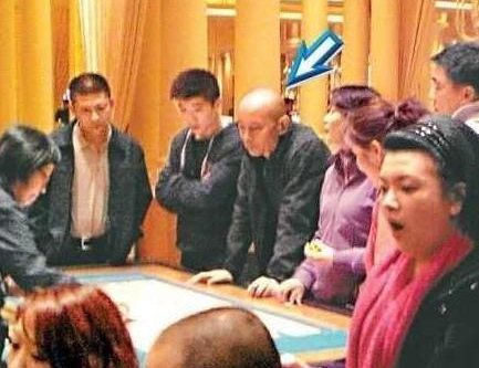 网传葛优早年赌场照。