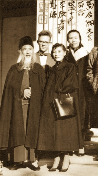上世纪50年代,高居翰在美国与张大千夫妇合影。