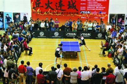 """""""爱聚网""""的业余乒乓球赛人气很旺。 辰友 摄"""
