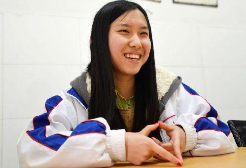 上周,成都七中国际高中高三女孩肖隽仪以托福111分、SAT(相当于美国高考)2320分的优异成绩被纽约大学阿布扎比分校录取,并获得由该校提供的折合人民币170万元的全额奖学金。